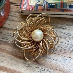 Vintage Gold Wire Flower Pin with Pearl Center
